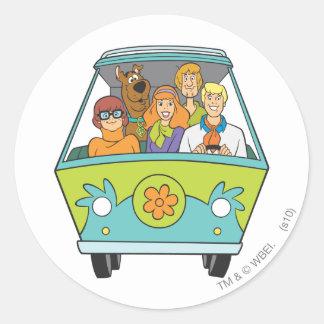Scooby Doo poserar 71 Runt Klistermärke