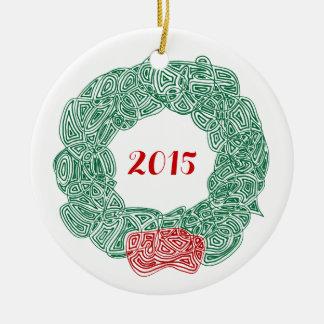 Scribbleprints kran - vit, på rött rund julgransprydnad i keramik