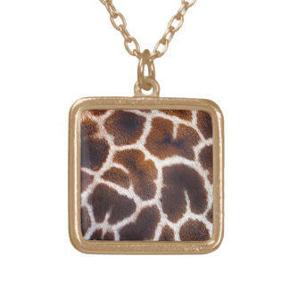 Se av afrikagiraff flår verkställer guldpläterat halsband
