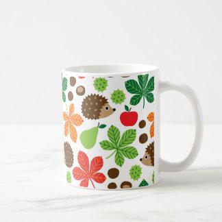 Seamless mönster för kastanjer & för igelkott kaffemugg
