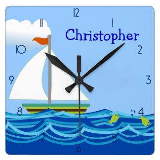 Segelbåtpersonligväggen tar tid på fyrkantig klocka