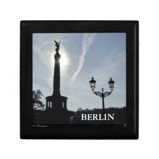 Seger-Kolonn med gatalampan 01.T, Berlin Minnesask