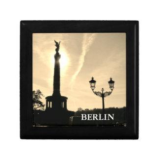 Seger-Kolonn med gatalampan 02.T, Berlin Minnesask