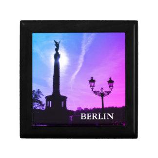 Seger-Kolonn med gatalampan 03.T, Berlin Minnesask