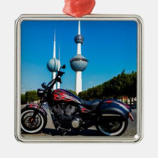 Segerkickboll på Kuwait torn Julgransprydnad Metall
