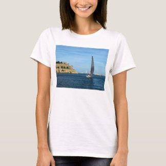 Segla i den Valletta hamnen T-shirts