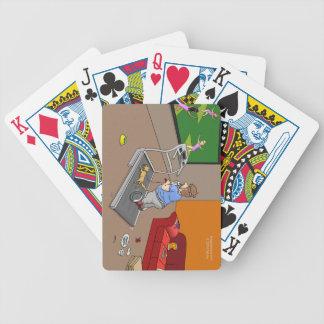 Segway genomkörare som leker kort spelkort
