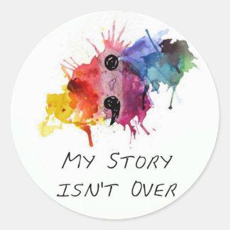 Semikolonet min berättelse är inte över runt klistermärke