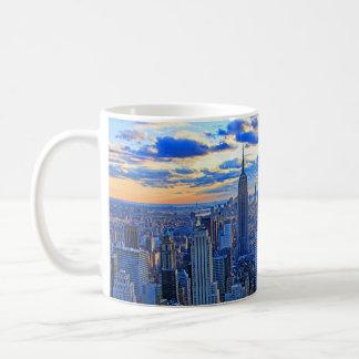 Sen horisont för eftermiddagen NYC som solnedgång Kaffemugg
