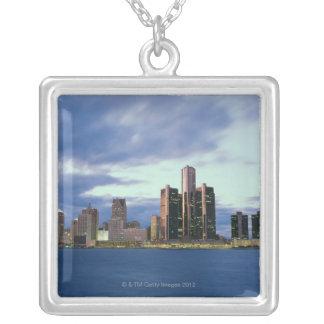 September 2000. Från Windsor Ontario, Kanada Silverpläterat Halsband