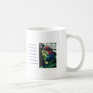 Serenitybön och man som ber i målat glass kaffemugg