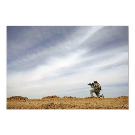 Sergeanten ger säkerhet fotografi