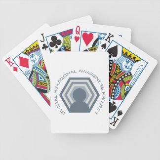 Sexhörnig medvetenhet som leker kort spelkort
