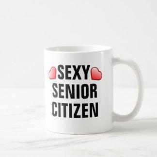 Sexig pensionär med hjärtor kaffemugg