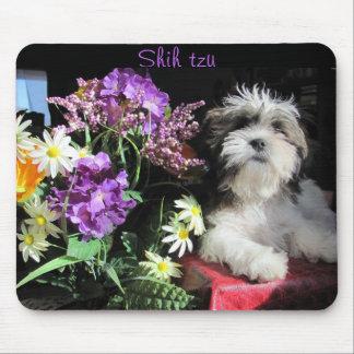 Shih tzu och blommor musmatta