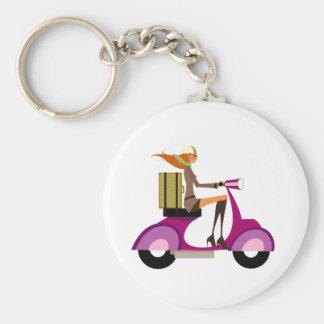 Shoppa med sparkcykeln rund nyckelring