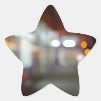 Shoppar den stads- platsen för natten med diffus stjärnformat klistermärke