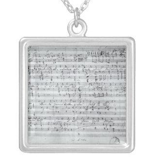 Signeraa ställning för den legade 'Desen Sangers H Silverpläterat Halsband