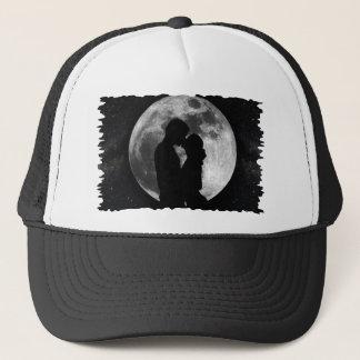 Silhouette av älskare i en fullmåne på natten keps