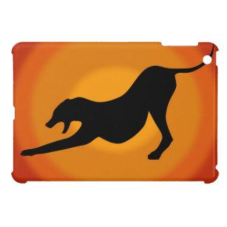 Silhouette av en sträckt hund på orange bakgrund iPad mini mobil fodral