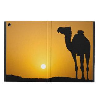 Silhouette av en vildkamel på solnedgången iPad air fodral