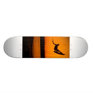 Silhouette för hopp för BA för vaklogiSkateboard o