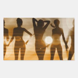 Silhouette för strandBabessolnedgång som tycker om Rektangulärt Klistermärke