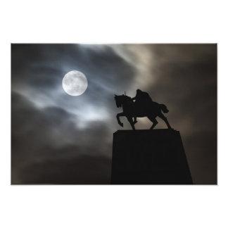 Silhouetted staty av kungen Kralja Tomislava Fototryck