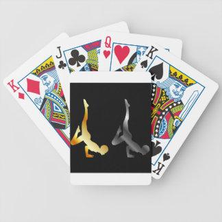 Silhouetten av en person i avancerad yoga poserar spelkort