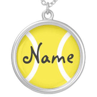 Silverhalsbandet med tennisboll personifierar namn silverpläterat halsband