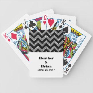 Silversparreglitter som leker kort spelkort