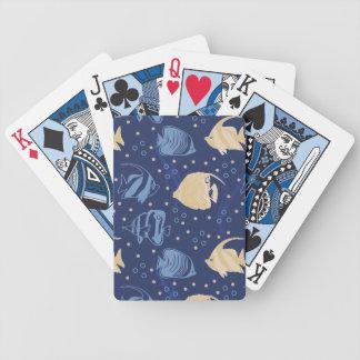 Simma fisken som leker kort spelkort