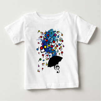 Singin i regna tröjor