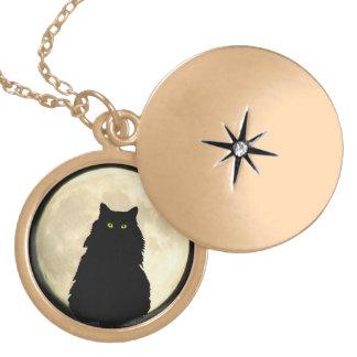 Sittande svart katt och måne guldpläterat halsband