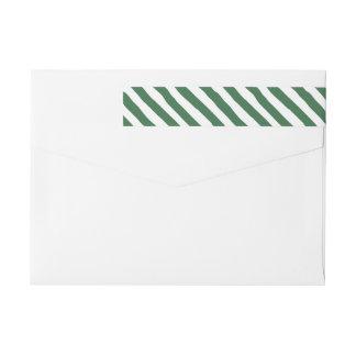 Sjal för grönt- och vitrandhelgdag runt om etikettband