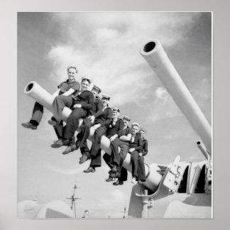 Sjömän för vintagemarinslagskepp på vapnet poster
