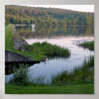 Sjön beskådar trycket affischer