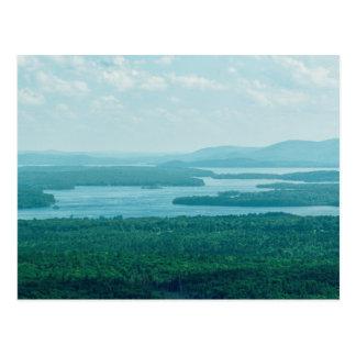 Sjön och berg beskådar vykort