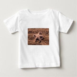 Sjöstjärna med den lockiga benutslagsplatsskjortan tshirts