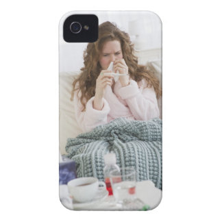 Sjuk kvinna på soffan Case-Mate iPhone 4 skal