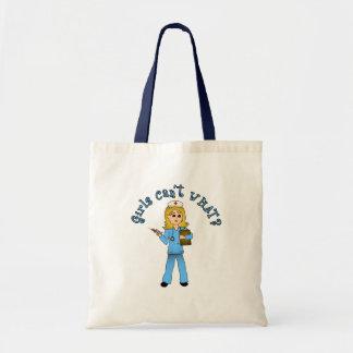 Sjuksköterskan i blått skurar (blondinen) budget tygkasse