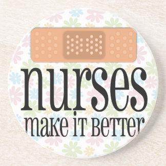 Sjuksköterskor gör det förbättrar, förbinder underlägg