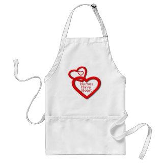 Sjuksköterskor har röda hjärtor för hjärta förkläde