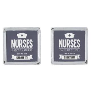 Sjuksköterskor kan inte fixa dumt, men vi kan silverpläterade manschetterknappar
