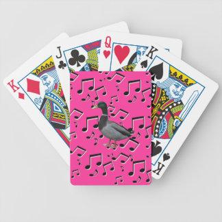 Sjungande anka som leker kort spelkort