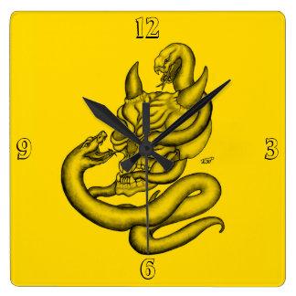 Skalle - djävulenhuvud med ormen fyrkantig klocka