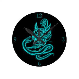 Skalle - djävulenhuvud med ormen rund klocka