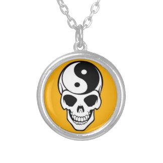 Skalle & Yin Yang silver pläterat rundahalsband Silverpläterat Halsband