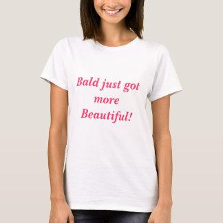 Skalligt fick precis mer härlig!  (I rosor) T-shirts