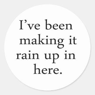 Skapar det regna runt klistermärke